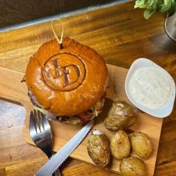 burger personnalisés avec votre fer à marquer alimentaire